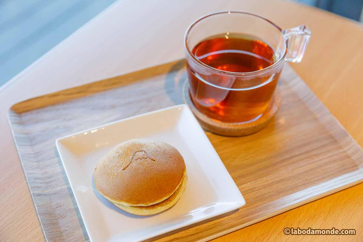 どら焼き 300円 + 和紅茶 600円