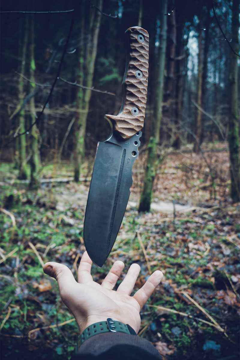 落ちてくるナイフ